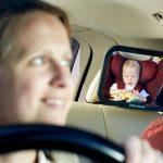 後部座席の赤ちゃんも安心!いつでもお母さんの顔が見えるベビーミラーは赤ちゃん連れのドライブの必須アイテム!