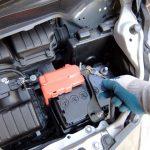 なぜ冬はバッテリー上がりがよく起きる?電圧が低下する仕組みとバッテリー上がりを未然に防ぐには?